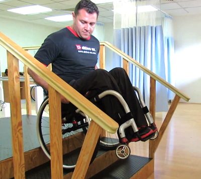 Subiendo y bajando escaleras en silla de ruedas